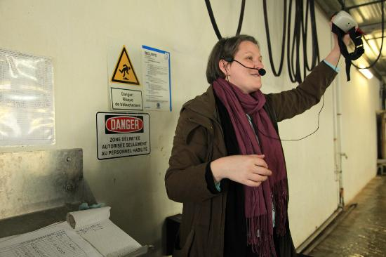 La Ferme Marine: the tour guide with microphone trying valiantly to talk over the noise