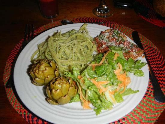 Casa Mojanda: Homemade dinner (pesto, pasta, artichokes) all from the garden