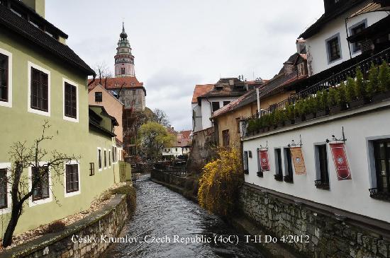 Historic Center of Cesky Krumlov : Cesky Krumlov, Czech Republic  (3oC) photo: th51