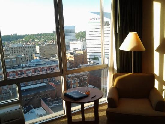 Millennium Cincinnati: Nice furnishings and a lovely view of downtown and Mount Auburn