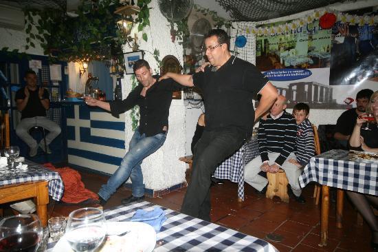 Taberna Griega: BAILE