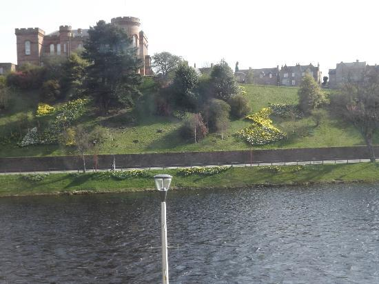 BEST WESTERN Inverness Palace Hotel & Spa: Castle from bedroom.