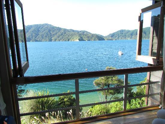 Bay of Many Coves: Das Fenster im Schlafzimmer kann ganz geöffnet werden