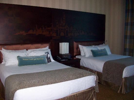 Main Bedroom With 2 Queen Beds Picture Of Disneyland Hotel Anaheim Tripadvisor