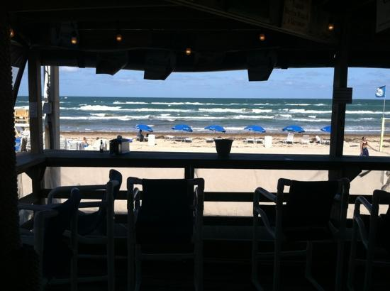 Wanna-Wanna Beach Bar & Grill: great beach bar with reasonable drink prices.
