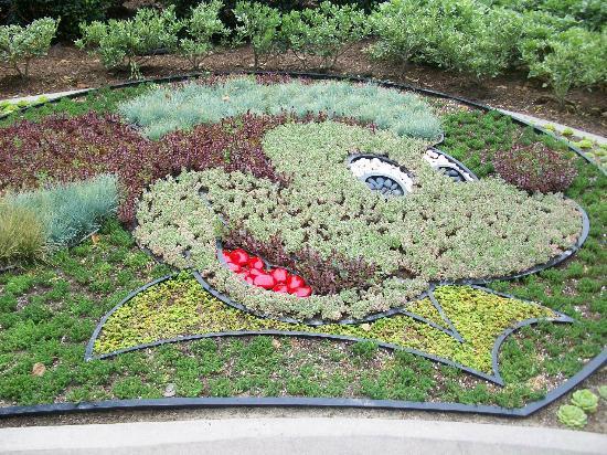 Disneyland Hotel: Mickey Plant Decor