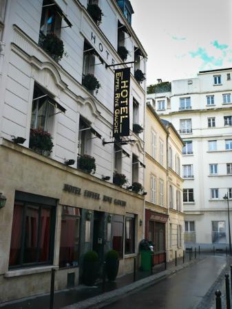 إيفل ريف جوش: L'elegante facciata dell'hotel