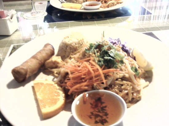 Bangkok West Cuisine: Pad Thai combo meal