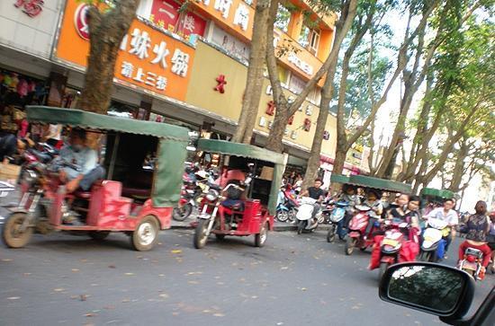 Baofa Shengyi Hotel: Town