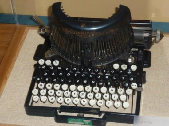 National Historic Oregon Trail Interpretive Center: Wonderful old typewriter on display