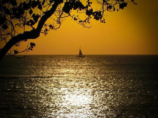 كاهانا ريف - ماوي كوندو آند هوم: A sunset view from the lanai