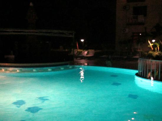 Sumela Garden Hotel: Бассейн глубокий и классный)