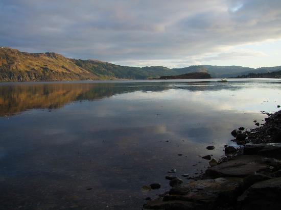 Lochcarron Bistro: The view from the restaurant at sunset