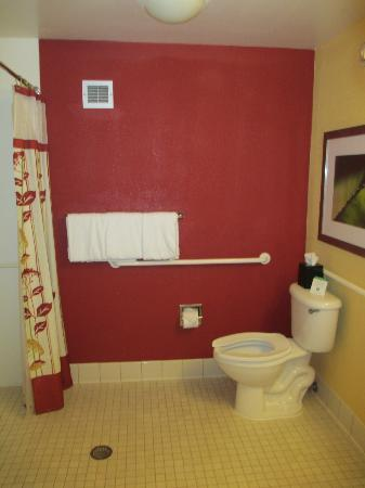 Courtyard Jacksonville Mayo Clinic/Beaches: Newly painted and updated bathroom