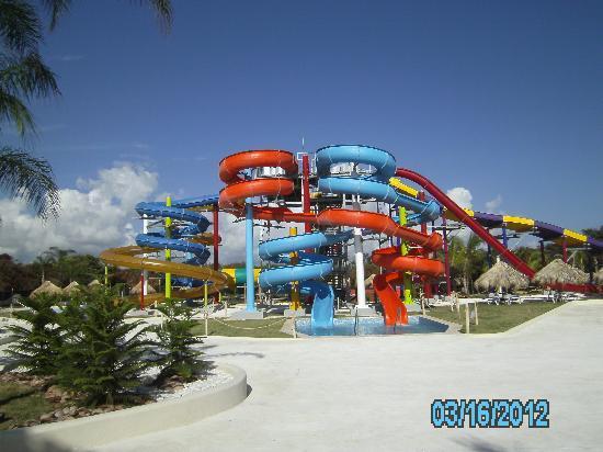 Sirenis Punta Cana Resort Casino & Aquagames: Aquagames slides