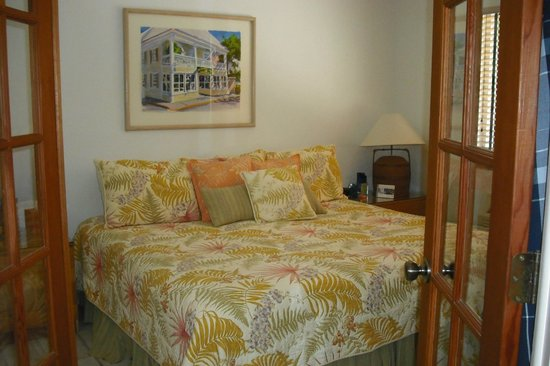 Kona Kai Resort, Gallery & Botanic Garden: Comfy bed - large room