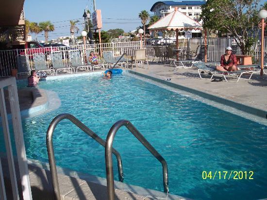 Beachwalk Inn: Pool