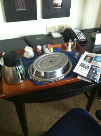 Hilton Richmond Hotel & Spa / Short Pump: Room service breakfast