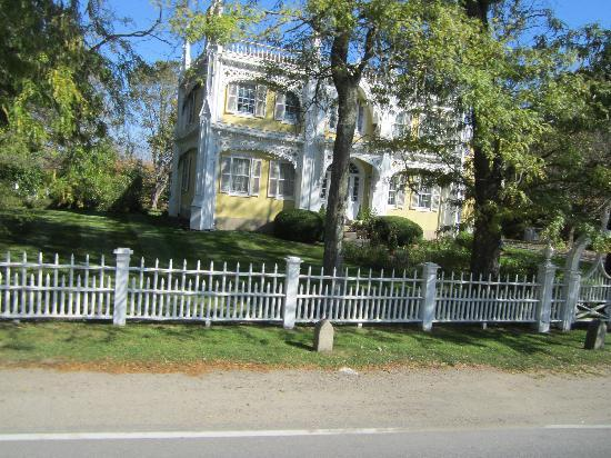 wedding cake house kennebunkport address architectural building