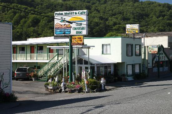 Palm Cafe & Motel: View from the highway