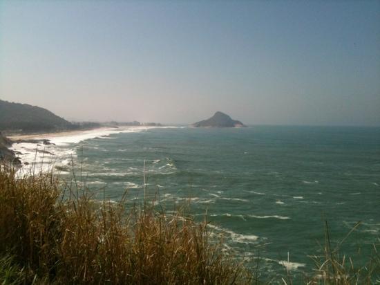Prainha Beach: visual no caminho da Prainha. Ao fundo a praia do Pontal