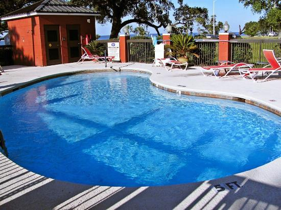 Hampton Inn Biloxi: Small pool
