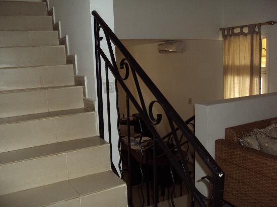 Villa Residence Sejours & Affaires: Vue des escaliers
