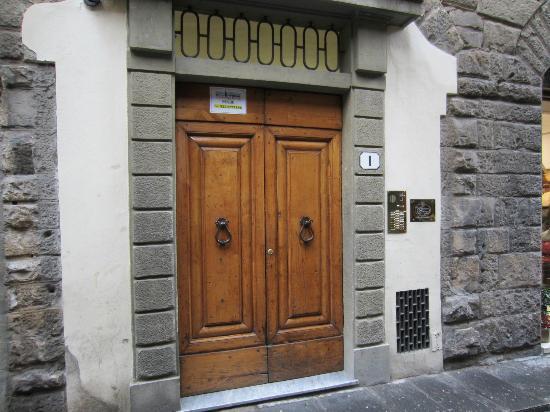 La Signoria di Firenze B&B: Outer door