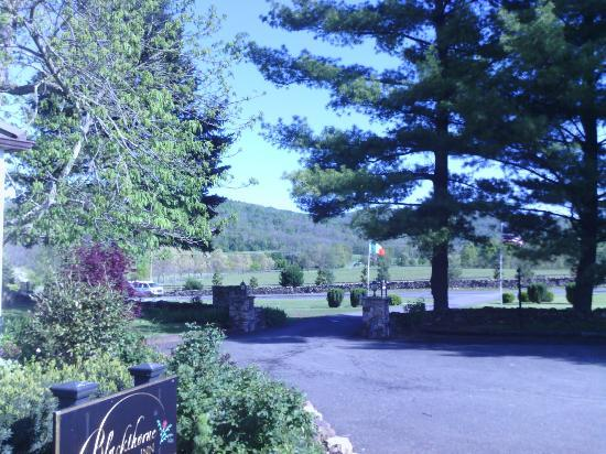 The Blackthorne Inn and Restaurant : The view out front
