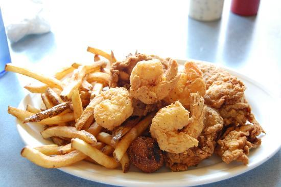 Ole Biloxi Schooner: My yummy combo plate of oysters, shrimps and crab