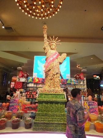 New York - New York Hotel and Casino: Jelly-Bean Statue of Liberty
