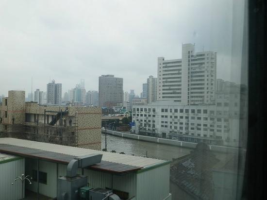 上海閘北店(瑞亞·臻品酒店), 角度により外灘のテレビ塔が見えます