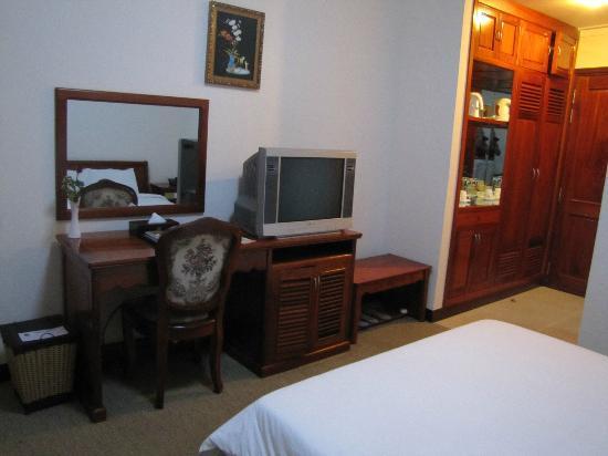 Ninh Kieu 2 Hotel : bureau,TV