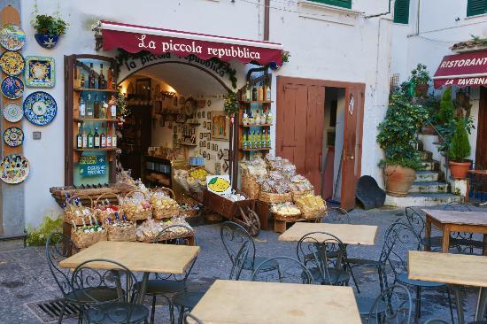 Coast Road : Bright ceramics and local eats