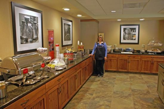 Hampton Inn & Suites Lake George: Tammy and Part of the Breakfast Bar