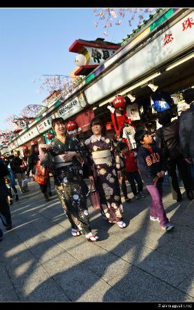 Nakamise Shopping Street (Kaminarimon): Nakamise Street