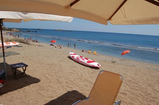 Hotel Vina: Αριστη παραλία για παιδιά προστατευμένη από τον καιρό
