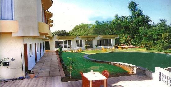 SVInns Dwarkadhish Resort: stay in touch with nature....here....
