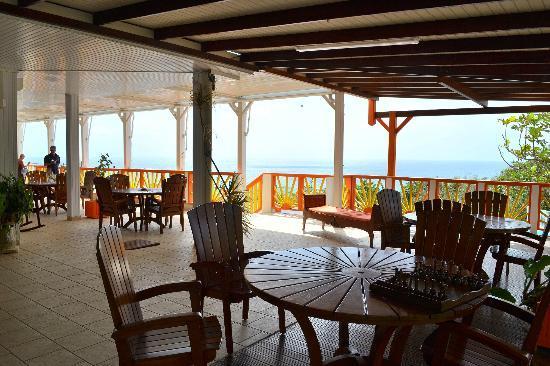 Hotel Le Soleil Levant : Vue depuis la terrasse près de l'accueil