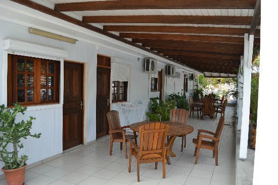 Hotel Le Soleil Levant: Terrasse chambres arrières