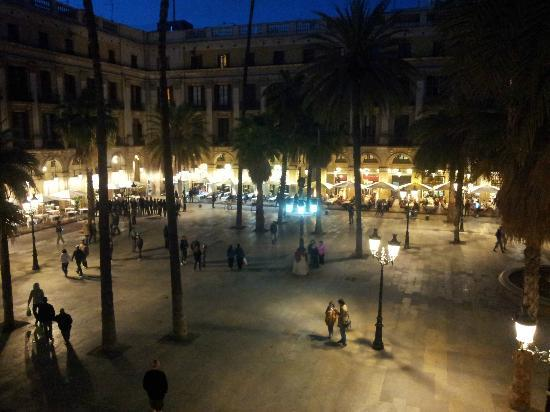Hotel DO: Viwe from the balcony towards Placa Reial