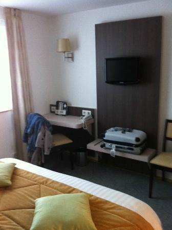 Hotel de France et d'Europe : télé et bureau