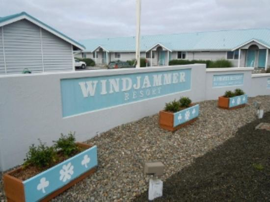 Windjammer Condominiums: Sign to property