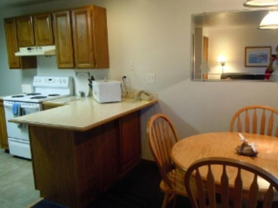Windjammer Condominiums: Kitchen bar