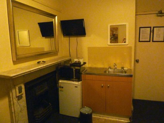 Macleay Lodge Sydney: kitchenette