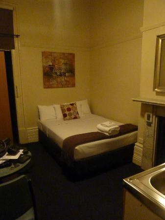 Macleay Lodge Sydney: double bed