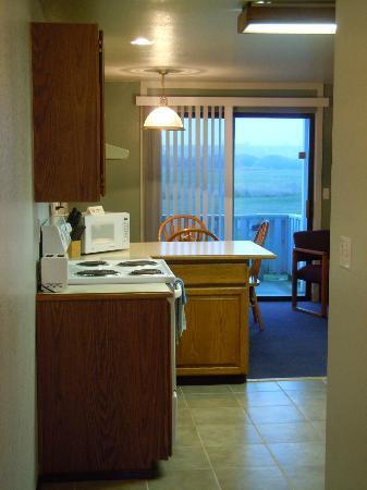 Windjammer Condominiums: kitchen