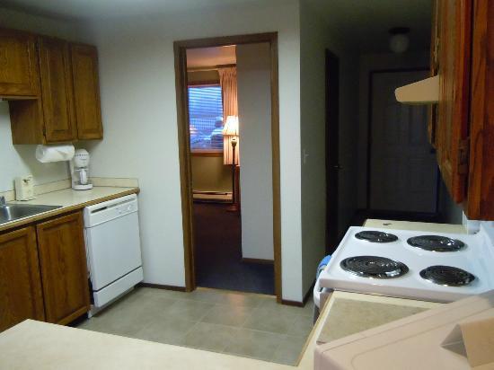 Windjammer Condominiums: Through the kitchen
