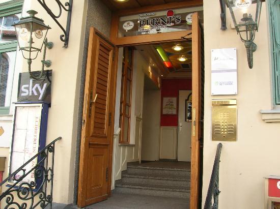 Berni's Pizzeria: L' ingresso del ristorante