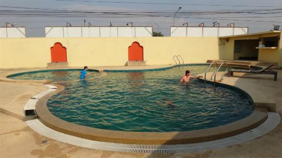 B2 Premier Resort & Spa: Pool area